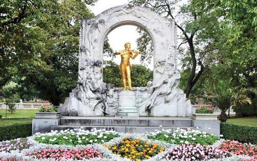 Statue of Strauss